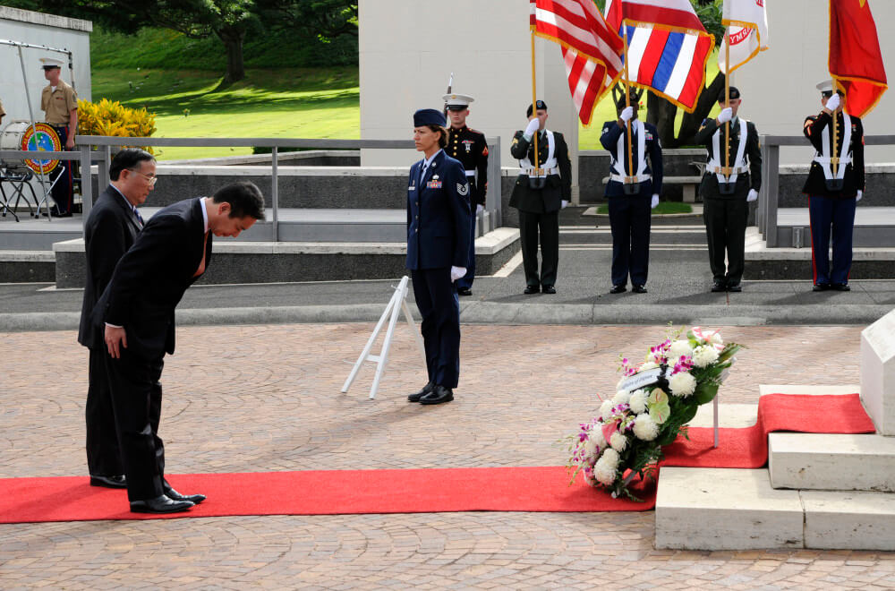 Japanese Minister for Foreign Affairs bows at wreath laying ceremony