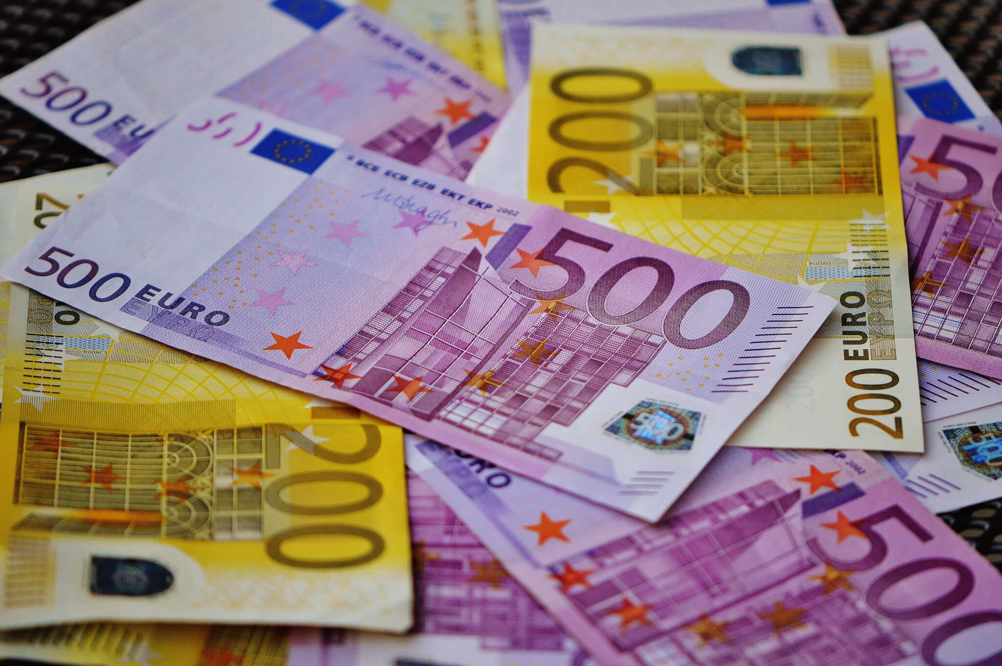 Euro Europe - Money Brexit yellow and pink money