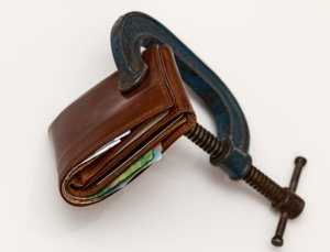A picture of a wallet being kept closed via a clamp