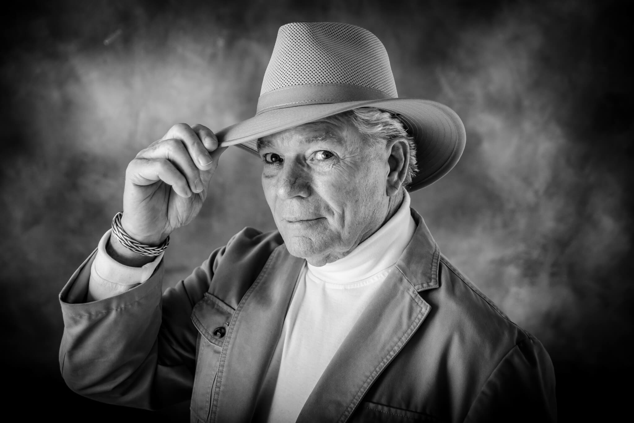 A picture of a man wearing a cowboy hat